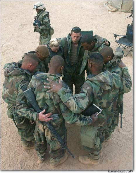 army praying 